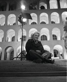 """Federico Fellini on the set of """"Boccaccio 70″"""