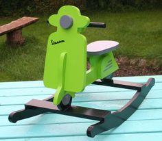 KrudtuglensMor: Inspireret af pinterest - vespa scooter gyngehest!