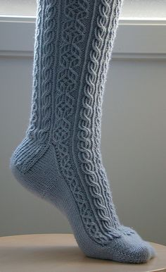 love socks like this Intarsia Knitting, Knitting Socks, Hand Knitting, Romantic Outfit, Patterned Socks, Kids Socks, Knitting Accessories, Knitted Bags, Knitting Patterns Free