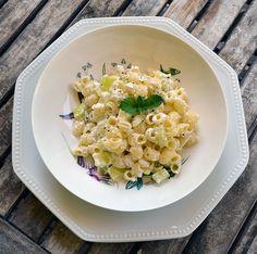 """Pasta con calabacín y ricotta, receta sencilla paso a paso. Esta receta de pasta con calabacín es súper sencilla, vamos a aplicar la máxima de que """"menos es mas"""" y vamos a disfrutar de las cosas simples, naturales, tal cual son, producto y naturaleza son los reyes de este plato.wp.me/p1smUs-aBC"""