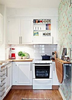 """Fold down table, now I need one of those: """"Small kitchen space solution. Note the fold down table on the right wall! Small Space Kitchen, Small Space Living, Compact Kitchen, Functional Kitchen, Table In Small Kitchen, Narrow Kitchen, Tiny Living, New Kitchen, Kitchen Decor"""