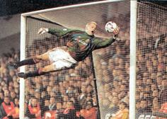 Peter Schmeichel safest hands in soccer Peter Schmeichel, Manchester City, Manchester United Football, Aston Villa, Retro Football, Football Soccer, Mexico 86, Bobby Charlton, Football Pictures