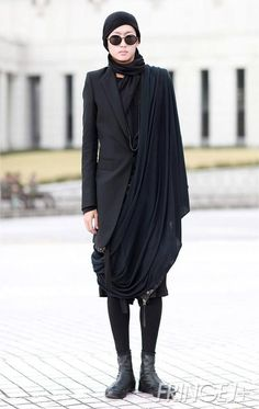 Draping when designing for Plus-sizes, enables flattering concealment ❤️ Korean view of avant-garde fashion: Gonk. I wish I could dress like this every day. Mode Chic, Mode Style, Style Me, Dark Fashion, Urban Fashion, Womens Fashion, Street Fashion, High Fashion, Vogue