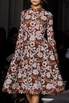 mulberry-cookies:  Valentino Spring 2013 Haute Couture (Details)