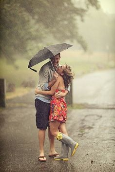 cute engagement photoshoot in the RAIN-always bring an umbrella and rainboots along!