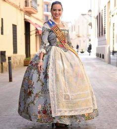 Sari, Culture, Regional, Fashion, Female Clothing, Traditional Clothes, Aprons, High Fashion, Haircuts