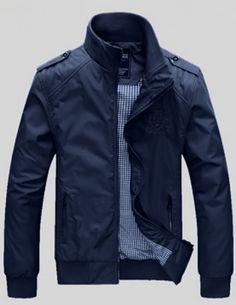 Áo khoác nam thêu logo màu xanh đen - MK275 Màu sắc: XanhChất liệu: Dù + lótXuất xứ: Việt namKích thước: M/L/XL