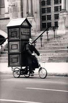 CME: The priest or any ordained minister has to adapt to the changing world and changing society. Like this priest on his bike with a portable confessional. Old Pictures, Old Photos, Foto Picture, Arte Black, Jolie Photo, Interesting History, Vintage Photographs, Priest, Black And White Photography