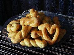 Πασχαλινά Κουλουράκια - Συνταγή της γιαγιάκας - YouTube Pretzel Bites, French Toast, Bread, Baking, Breakfast, Ethnic Recipes, Food, Youtube, Morning Coffee