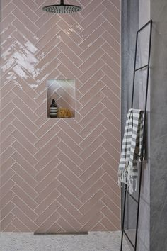 Ca' Pietra Carter Pink Blush Tiles. Laid in a herringbone pattern. Ca' Pietra Carter Pink Blush Tiles. Laid in a herringbone pattern. Bad Inspiration, Bathroom Inspiration, Modern Bathroom Design, Bathroom Interior Design, Design Kitchen, Kitchen Interior, Modern Interior, Pink Tiles, Colourful Bathroom Tiles