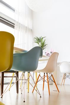 Vitra chairs and Kartell table, kitchen designed by Studio Lime