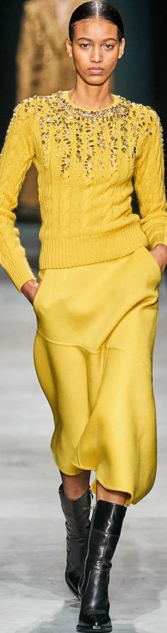 Ermanno Scervino Fall 2020 Ready-to-Wear collection Fashion 2020, Runway Fashion, High Fashion, Womens Fashion, Fashion Trends, Ermanno Scervino, Sommer Tattoo, Tattoo Arm Frau, Yellow Fashion