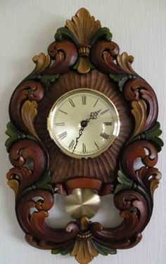 Klokker Wood Clocks, Antique Clocks, Chip Carving, Wood Carving, Wood Burning Patterns, Mirror Painting, Grandfather Clock, Wooden Crafts, Unique Furniture
