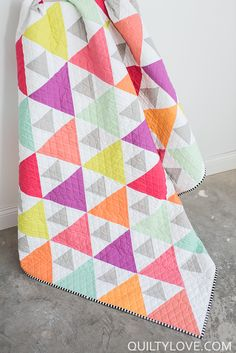 Triangle Peaks Quilt - The Kona Cotton solids quilt - Quilty Love. Triangle Peaks quilt pattern by Emily of Quiltylove.com. Fast and easy modern triangle quilt pattern. Triangle quilt using Kona Cotton Solids. Beginner friendly triangle quilt pattern. Solids quilt. Modern quilt.