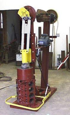DIY power hammers – gonza-rytec – album na Rajčeti Used Tools, Cool Tools, Forging Hammer, Belt Grinder Plans, Gas Forge, Mouse Hole, Blacksmithing Knives, Power Hammer, Blacksmith Tools
