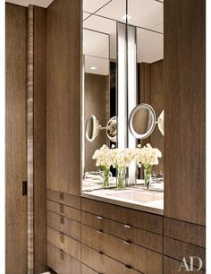 See a serene Manhattan pied-à-terre designed by Steven Harris and Lucien Rees Roberts Tour a New York penthouse Steven Harris created high above Central Park. Bath's travertine counter-top is framed by cerused-oak paneling/AD Dressing Room Closet, Wardrobe Closet, Dressing Rooms, Bathroom Inspiration, Home Decor Inspiration, Decor Ideas, New York Penthouse, Wardrobe Design, Architectural Digest
