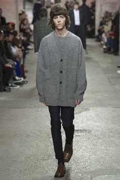 Dries Van Noten unveiled his Fall/Winter 2017 collection during Paris Fashion Week. Fashion Week, Fashion 2017, Fashion Show, Mens Fashion, Fashion Trends, Paris Fashion, Fall Winter 2017, Vogue Paris, Winter Collection