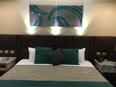El Motel Económico Marche ofrece WiFi gratuita y bañera de hidromasaje y se encuentra en Mexicali Baja California, a 20 km de El Centro. En el establecimiento hay aparcamiento privado gratuito. Las habitaciones de este motel disponen de aire acondicionado, TV de pantalla plana, reproductor de Blu-ray y baño privado con secador de pelo y artículos de aseo gratuitos.