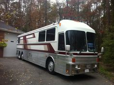 Image 1 of a 1991 Eagle Model 15 Luxury Campers, Luxury Motorhomes, Rv Motorhomes, Luxury Bus, Bus Motorhome, Motorhome Conversions, Prevost Coach, School Bus Camper, Bus City