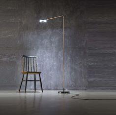 Meta est un lampadaire designé par Franco Zavarise pour la maison d'édition Zava Luce.  Meta est un lampadaire aux lignes épurées. Le bras est plié en forme...