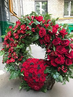 Ритуальные венки   Траурные корзины   Венок из роз   Купить венок с доставкой.