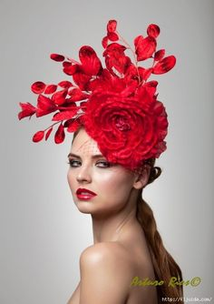 Red Fascinator Cocktail Hat Derby Hat Melbourne cup by ArturoRios Chapeaux Pour Kentucky Derby, Kentucky Derby Hats, Red Fascinator, Fascinators, Headpieces, Flower Headpiece, Melbourne Cup, Red Hat Society, Crazy Hats