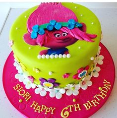 עוגת טרולית ליום הולדת 6th Birthday Cakes, Trolls Birthday Party, Kids Birthday Themes, Troll Party, Birthday Cake Girls, Princess Poppy Cake, Troll Cupcakes, Los Trolls, Baking With Kids