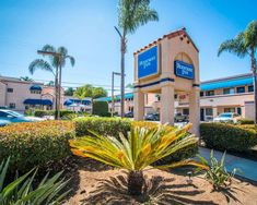 Less than 15 minutes' walk from Beacon's Beach, Rodeway Inn Encinitas North offers guest rooms with free WiFi. Leucadia Farmers Market is 5 minutes' drive away. Check the Price. Big Bathtub, Spa Jets, San Diego Area, Laundry Service, Great Restaurants, Train Tracks, Legoland, Car Parking