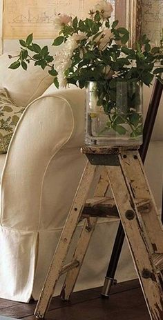 Otro rincón secreto que me inspira......How to Decorate with Vintage Ladders {20 Ways to Inspire}