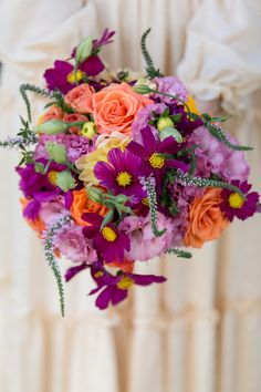 Cosmo bouquet|Bright & Colorful Boho Chic Backyard Wedding|Photographer: Mariah Smith Photography