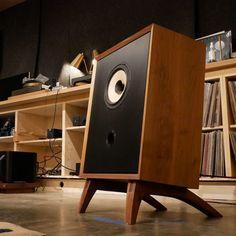 The Ravens | Fern & Roby Wooden Speaker Stands, Wooden Speakers, Diy Speakers, Audio Vintage, Homemade Speakers, Home Music Rooms, Sound Room, Radio Antigua, Speaker Box Design