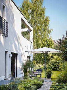 Modernes Stadthaus Mit Sitzplatz Im Garten