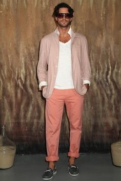 This is a nice option to pull off the coral pants. Peach Pants Outfit, Red Pants, Bright Pants, Boy Fashion, Mens Fashion, Joseph Abboud, Mens Attire, Sartorialist, Men's Wardrobe