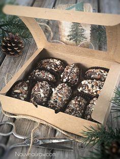 "Who doesn't just love the sound of a Salted ""Caramel"" Ganache Truffle? Vegan Candies, Raw Vegan Desserts, Raw Vegan Recipes, Vegan Sweets, Vegan Foods, Vegan Snacks, Caramel Ganache, Vegan Truffles, Vegan Christmas"