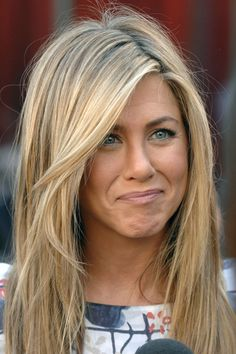 How-to-part-your-hair-according-to-your-face-shape-jennifer-anniston