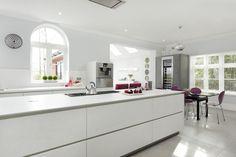 Customer O'Brien - Real Customer Kitchens from ALNO : Halcyon Interiors Beaconsfield Alno Kitchen, Handleless Kitchen, Kitchen Island, Kitchen Showroom, White Texture, Cuisines Design, Küchen Design, Contemporary, Kitchens