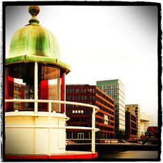Hamburg Hafencity - Leuchtfeuer, via Flickr.
