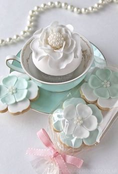 ~ Shop BELLA COUTURE ® http://www.BellaCouture.com for one of a kind jewelry, antiques and haute couture designer collectibles as beautiful as the stunners in this inspirational image. Couture Cupcakes & Cookies www.BellaCouture.com