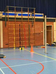 Twister in het wandrek Physical Education, Gymnastics, Physics, Teaching, Sports, Puppys, Fitness, Hs Sports, Physical Education Lessons