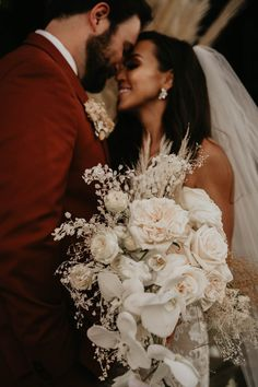 Take a look at this gorgeous Cabo San Lucas wedding getaway! Photo: @onyxandarrowphotography and @shutterfreek Beautiful Bouquet Of Flowers, Wedding Flowers, Wedding Dresses, Wedding Advice Cards, Cabo San Lucas Mexico, Photo Guest Book, Drunk In Love, Wedding Jacket, Outdoor Wedding Decorations