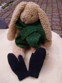 Olé, 't is gedaan met de zomer geloof ik! Dus ik ben maar volop aan het ex-perimenteren met sjaals, mutsen en wanten. Vic die heeft al gekozen : hij koos mooie felgroene wol en wou een sjaal. Dus ik ging aan de slag, en maakte er eentje, die makkelijk aan te doen is. Op de …
