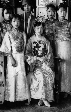 未代皇后。婉容 Vintage Photographs, Vintage Photos, Last Emperor Of China, Vintage Photography Women, Old Shanghai, Indochine, China Art, Chinese Clothing, Traditional Fashion
