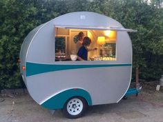 Vintage-Retro-Caravan-pop-up-shop-coffee-van-food-van
