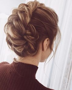 Amazing updo hairstyle with the wow factor. Finding just the right wedding hair for your wedding day is no small task but were about to make things a little bit easier.From soft and romantic to classic with modern twist these romantic wedding hairstyles with gorgeous details