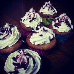 Blueberry sundae cupcakes Sundae Cupcakes, Ice Cream Cupcakes, Delicious Food, Blueberry, Desserts, Tailgate Desserts, Berry, Deserts, Ice Cream Sundaes