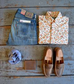 "Levi's Vintage Clothing - ""Barrel"" Wash 1954 501 Gitman Vintage - Aloha Shirt Gitman Vintage - Chambray Scarf Ashland Leather - Bi Fold Wallet in Natural Chromexcel Oak Street Bootmakers - Natural Beefroll Penny Loafer"