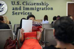 Com o discurso do presidente eleito Donald Trump de endurecer as regras imigratórias durante seu governo, os escritórios dos advogados de imigração estão abarrotados de casos de imigrantes, legais e irregulares, buscando aconselhamento sobre o