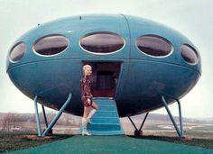 Futuro house  by Matti Suuronen in Janesville, Wisconsin in the early 1970s