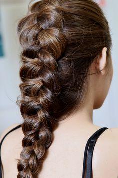 Dutch Braid / Inside Out French Braid New Braided Hairstyles, Braided Hairstyles Tutorials, Cool Hairstyles, Lara Croft, Reverse Braid, Natural Hair Styles, Curly Hair Styles, Tips Belleza, French Braid