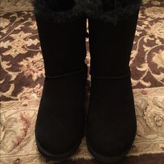 Black Bailey bow uggs. Size 9 Worn for 1 hour in the house. They are in like new condition. Uggs Shoes